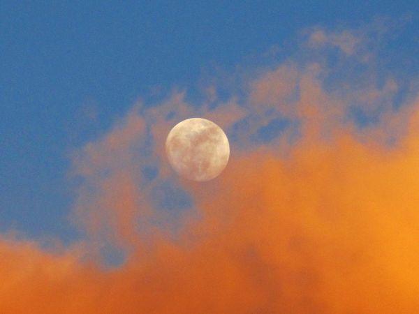 Moonrise at sunset thumbnail
