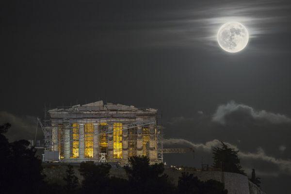 Supermoon over the Acropolis thumbnail