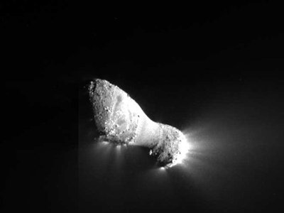 Avalanches may have triggered the jets of material spewing from Comet Hartley 2.