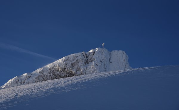 A snow peak in front of the snowy summit of the Ifen thumbnail