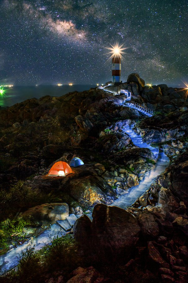 Night at Ganh Den lighthouse thumbnail