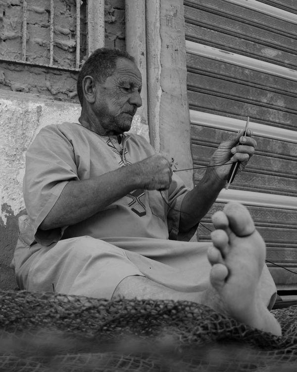 A fisherman makes a net thumbnail