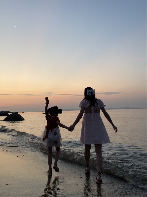 Girls playing by the sea thumbnail