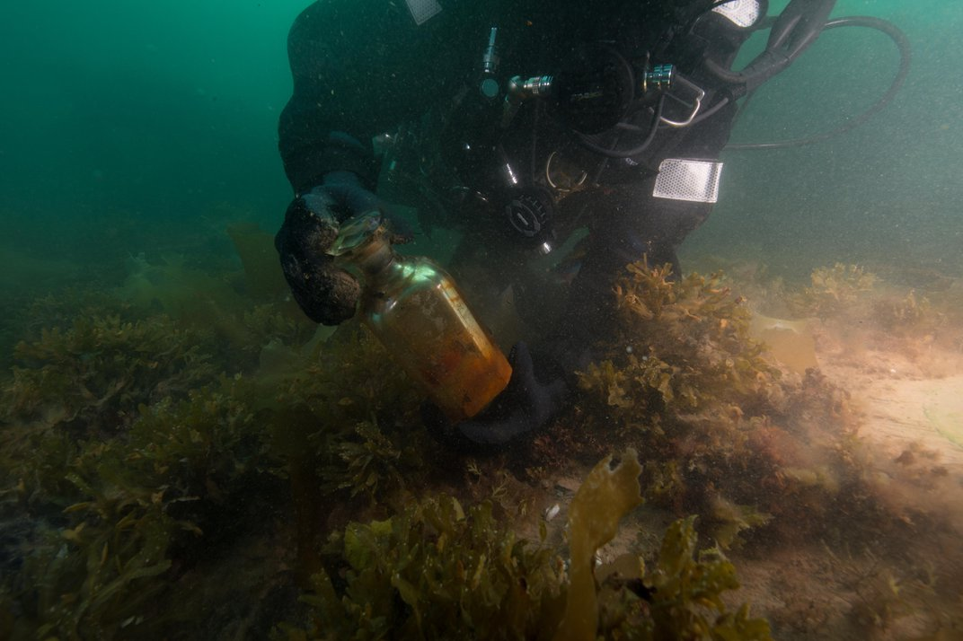 Divers Recover More Than 350 Artifacts From the HMS 'Erebus' Shipwreck