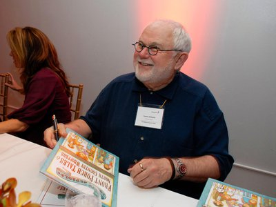 """Tomie dePaola signing books at the fourth annual """"Scribbles to Novels"""" gala to benefit Jumpstart in 2008"""