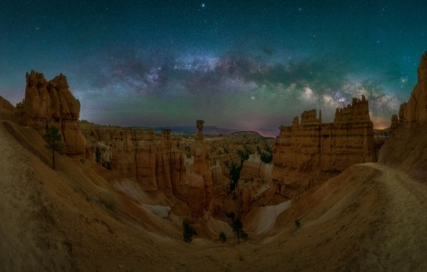Milkyway arch over Thor's Hammer thumbnail