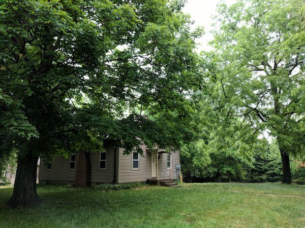 A hundred-year-old farmhand house in Carmel, Indiana thumbnail