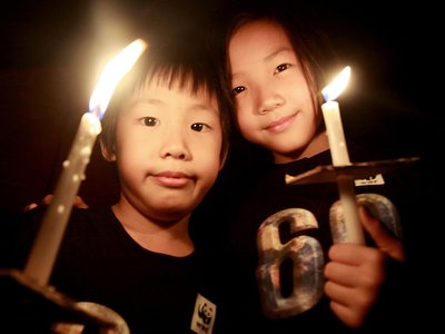 A Malaysian boy and girl holding candles during the 60 minute Earth Hour 2012 celebration in Kuala Lumpur, March 31, 2012.