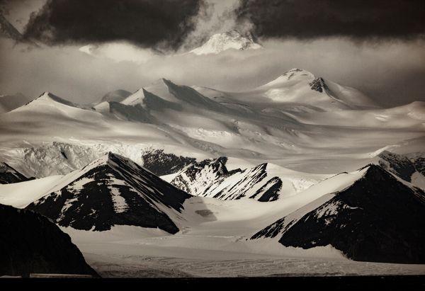 Transantarctic Mountains. Ross Sea. Antarctica thumbnail