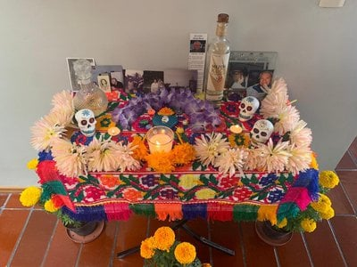 Altars are an important aspect of the Dia de los Muertos holiday in Mexico.