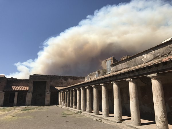 Smoke from a forest fire on Mt Vesuvias envelops the ancient city of Pompeii thumbnail