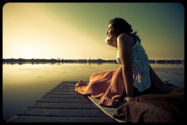 Girl wakes up on the lake thumbnail