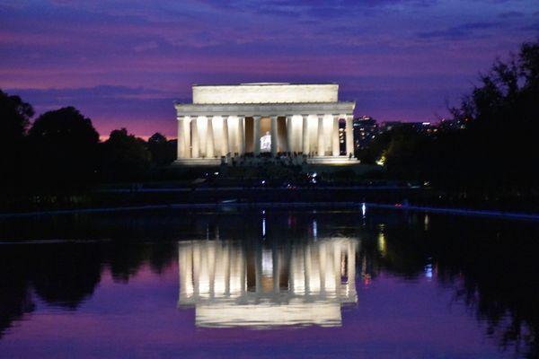 Lincoln Memorial at dusk thumbnail