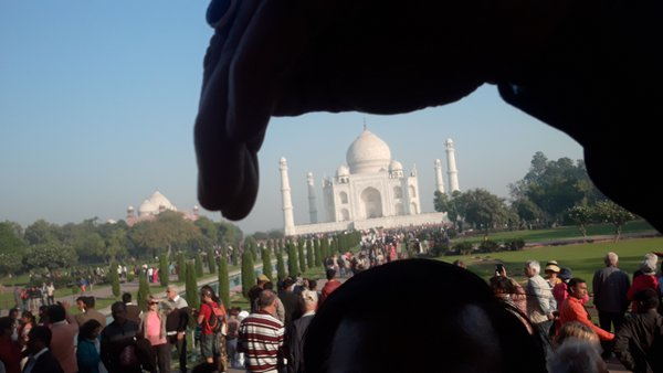 Taj mahal Agra under my hand. thumbnail