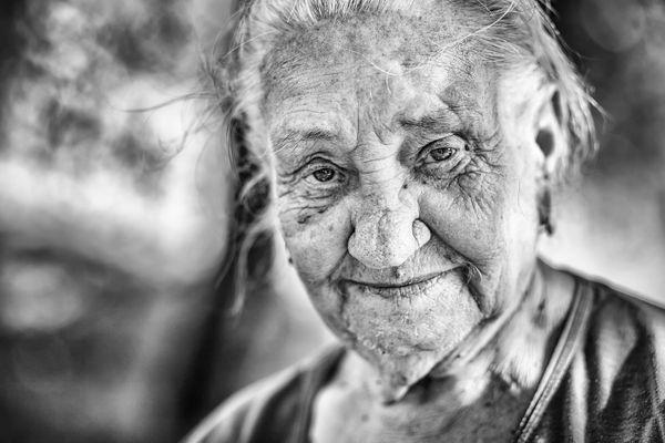 Portrait  a folk healer thumbnail