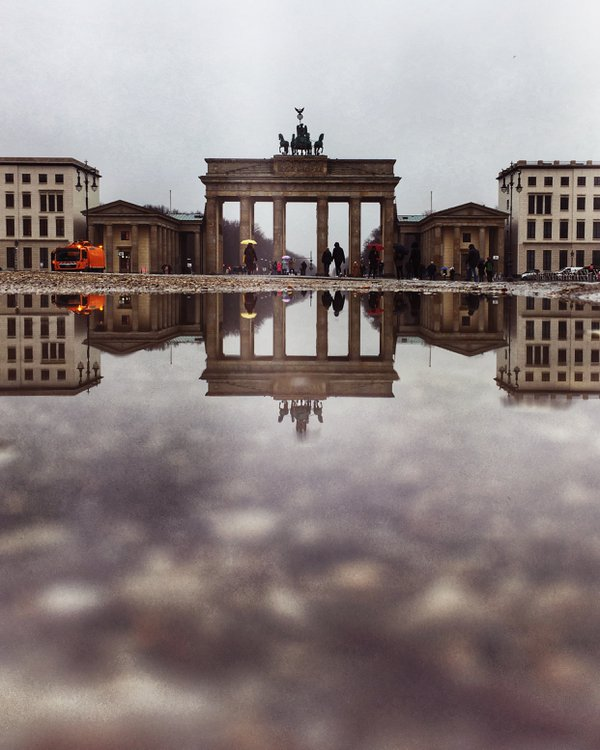 Brandenburg Gate on a chilly day thumbnail