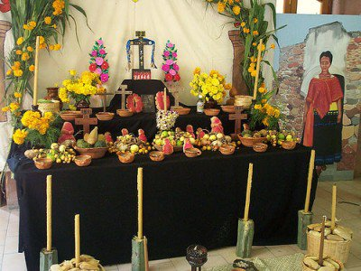 20110520090158dayofthedead-altar-by-mexican-wave-400x300.jpg