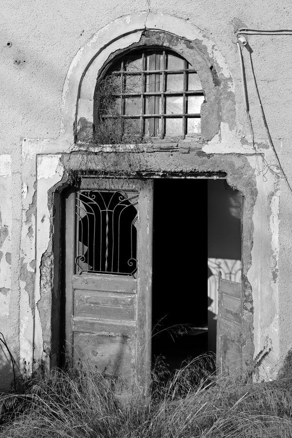 Ruins Amidst Splendor thumbnail