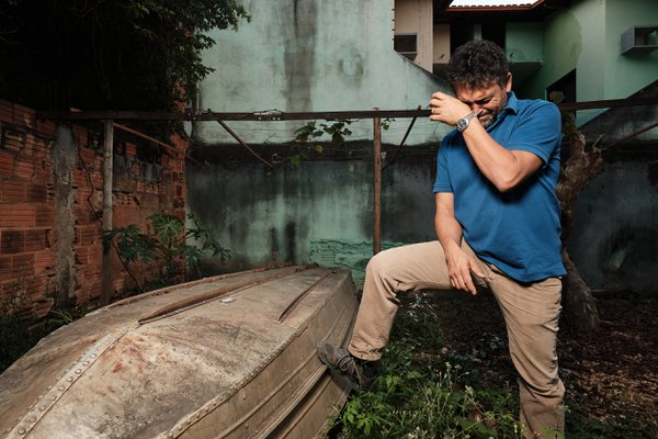 Antonio mourns the loss of fish in Brazil's Rio Doce due to a mining dam break thumbnail