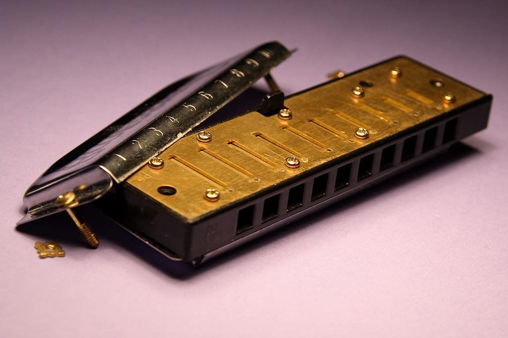Industrial Espionage and Cutthroat Competition Fueled the Rise of the Humble Harmonica