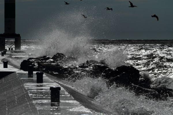 Splash of lake Michigan thumbnail