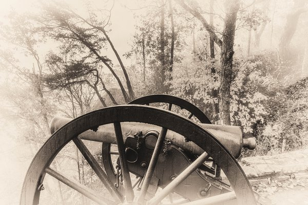 Civil War Cannon on Lookout Mountain in the morning. thumbnail
