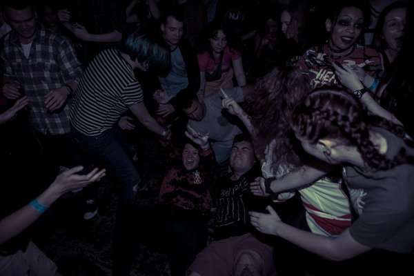Crowd Surfers Hit The Floor thumbnail