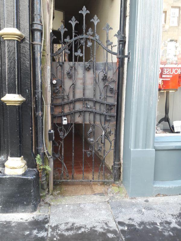 Gate at a close in Edinburgh, Scotland thumbnail