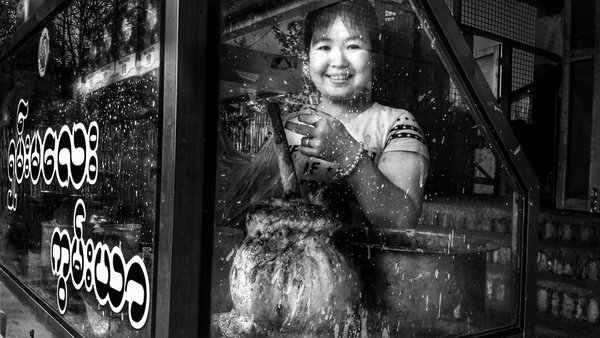 The smile of a betel seller thumbnail