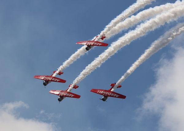 Aeroshell Aviation Team in a Dive thumbnail