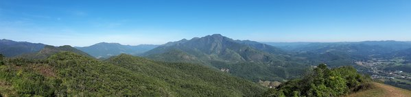 Beautiful mountain range thumbnail