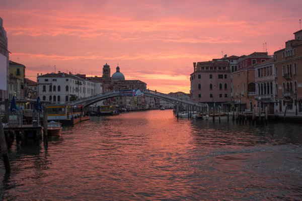 Sunrise over the Grand Canal thumbnail