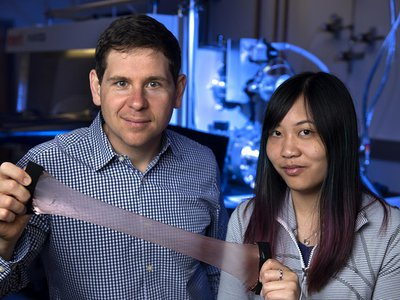 Alon Gorodetsky, an associate professor of chemical and biomolecular engineering at the University of California, Irvine, and Erica Leung, a graduate student in that department, have invented a new material that can trap or release heat as desired.