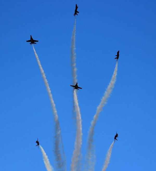 Blue Angels In El Centro Desert thumbnail
