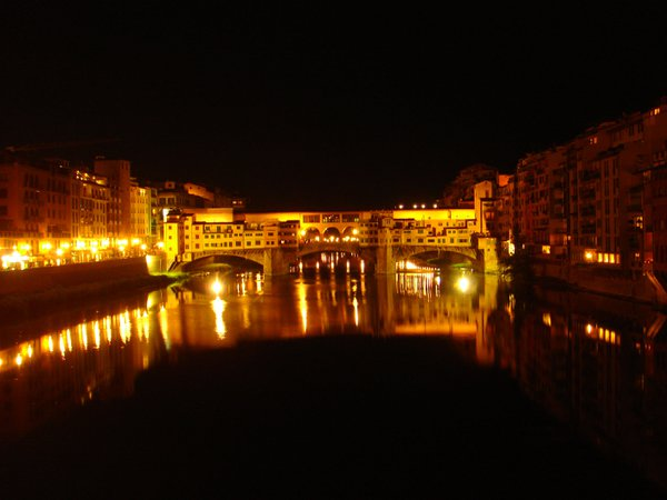 The Ponte Vecchio in Florence at night thumbnail