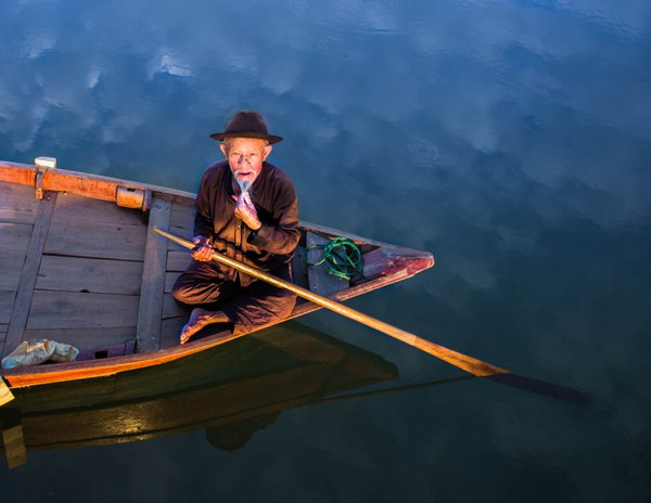 Man on Boat in Hoi An, Vietnam thumbnail