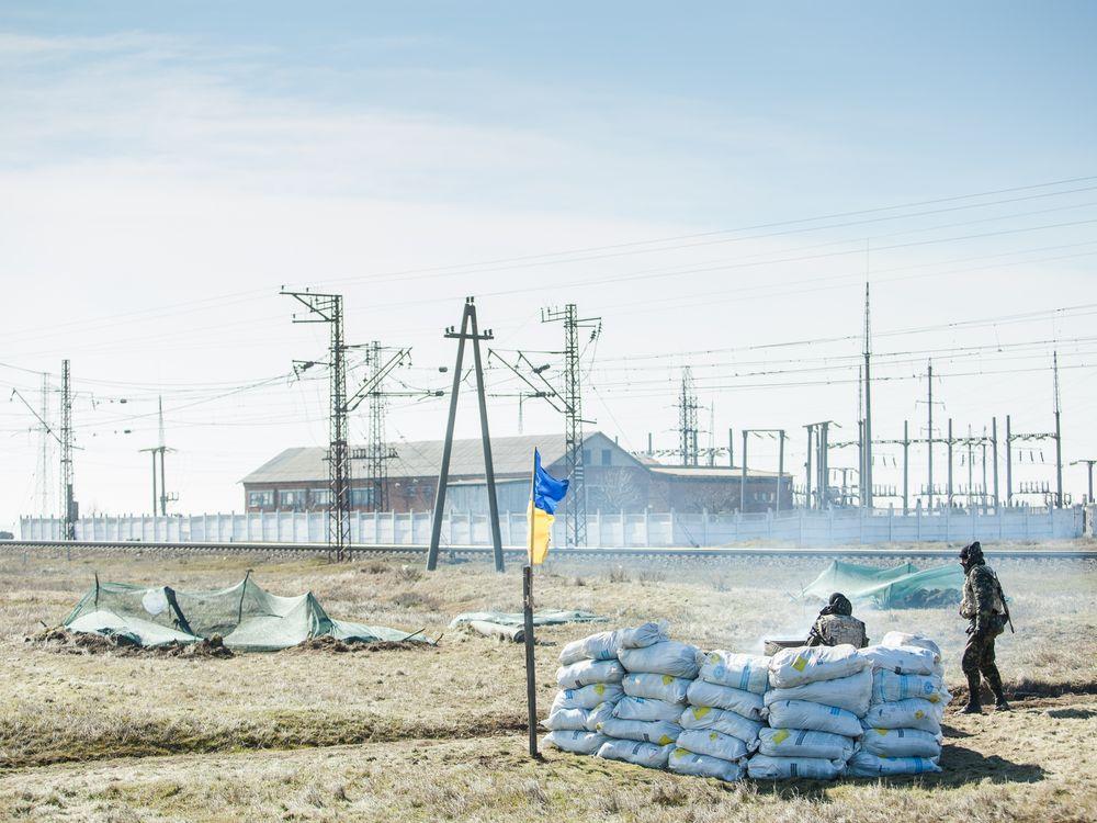 04_11_2014_crimea troops.jpg