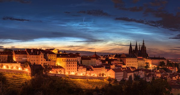 Comet and the noctilucent clouds…above Prague thumbnail