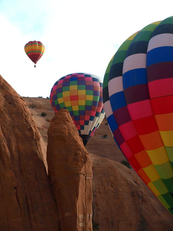 Hot Air Balloons In the Red Rocks thumbnail