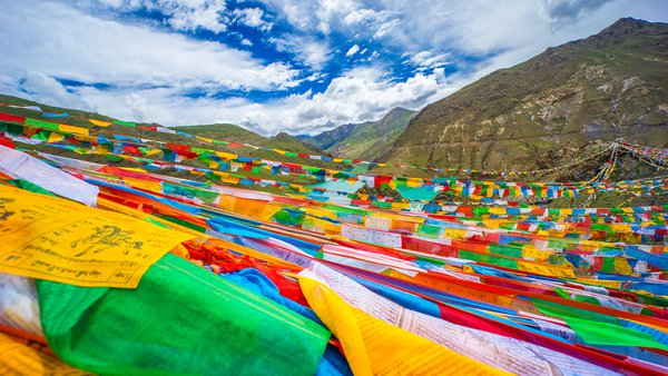 Prayer Flags along Yarlung Tsangpo River in the Tibetan Plateau thumbnail