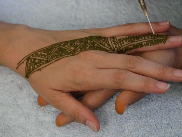Henna making thumbnail