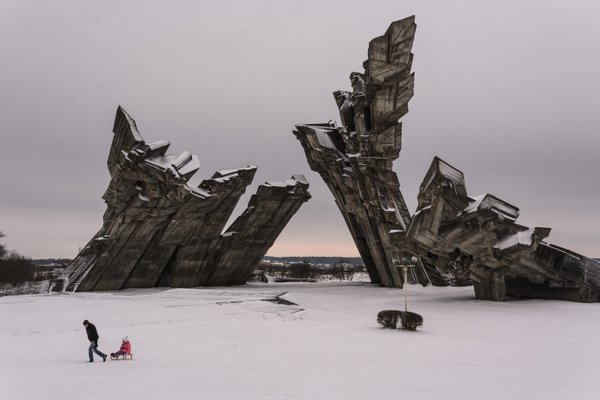 Holocaust memorial in Kaunas, Lithuania thumbnail