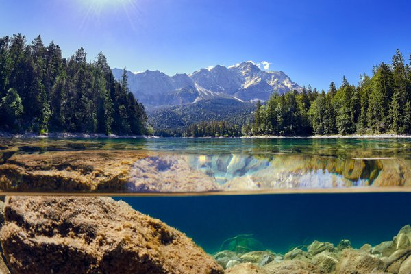 Eibsee with view of the Zugspitze thumbnail