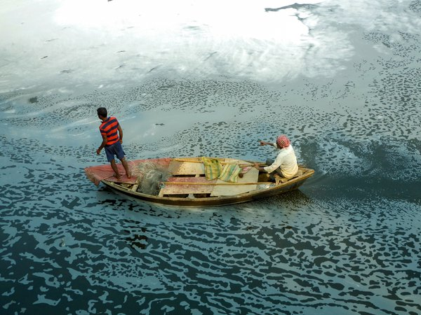 People fishing in the polluted Yamuna river in Delhi. thumbnail