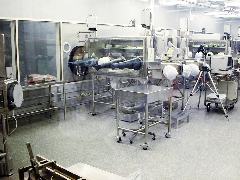 clean room johnson space center contaminated with fungi