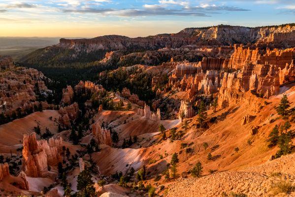 Sunrise at Bryce Canyon National Park thumbnail