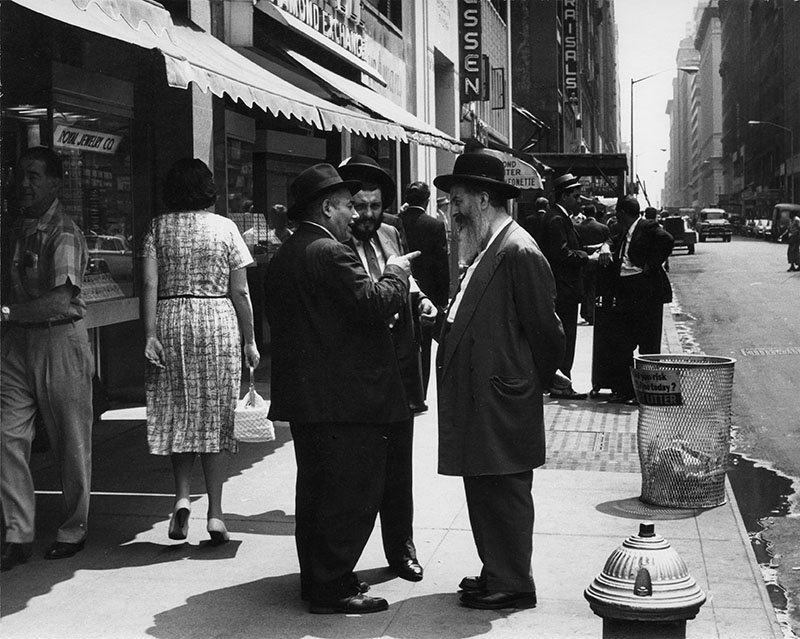 How Manhattan's Diamond District Continues To Operate Like an Old World Bazaar