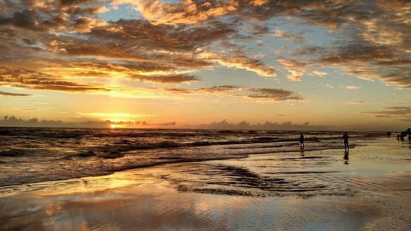 Sunset over Siesta Key beach thumbnail