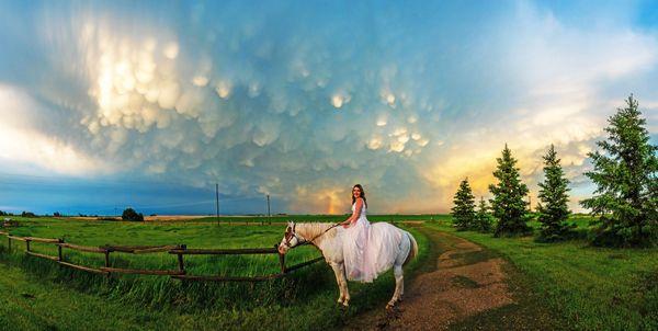 Incredible Mammatus Clouds are backdrop for Grad shoot thumbnail