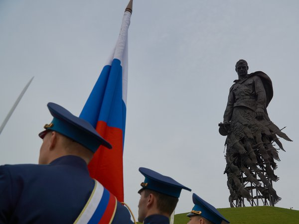 Standard-bearers at the foot of the Rzhevsky monument to Soviet soldiers who died during the Great Patriotic War during the reburial ceremony thumbnail
